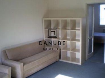 Prenájom 3-izbový byt v Bratislave-Ružinove na Súmračnej ulici.