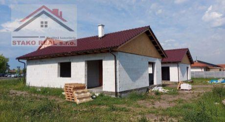 REZERVOVANÉ:  Hrubá stavba Bungalov, Holíč, pozemok 635 m2