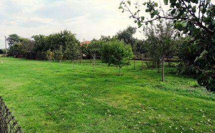 Záhrada v zastavanej a tichej lokalite Vojka nad Dunajom