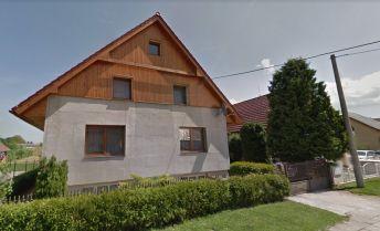 3-podlažný rodinný dom s krásnym veľkým pozemkom.