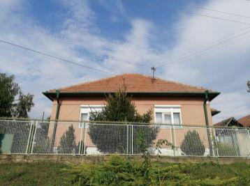 Predaj slnečného rodinného domu v Lukáčovciach