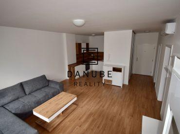 Predaj priestranný 2-izbový byt 58 m2 s výhľadom na Kuchajdu na Tomášikovej ulici v Bratislave – Nové Mesto.