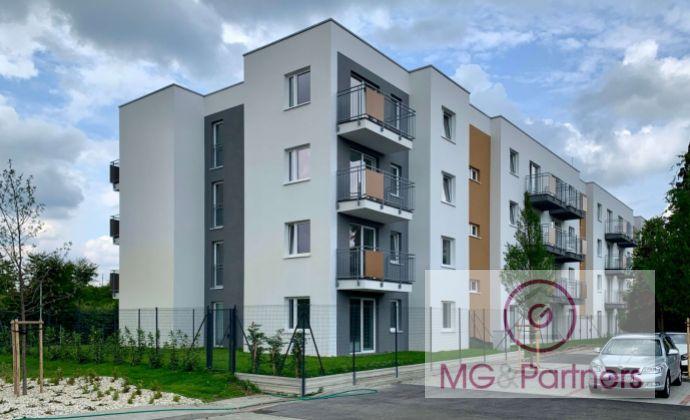 NOVOSTAVBA - 2 izbový byt so záhradkou v širšom centre Pezinka