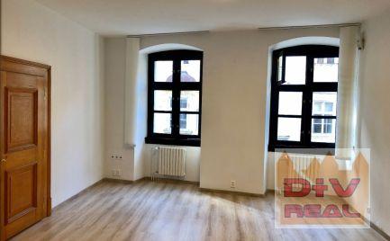 2 kancelárie, Michalská ulica,  Bratislava I, Staré Mesto, priechodné, nezariadené, na prenájom