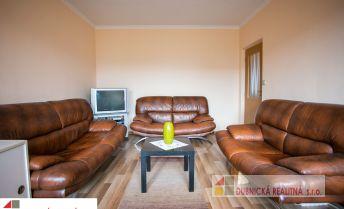 Na predaj 2 - izbový byt s dvoma balkónmi na ulici Medňanská v Ilave