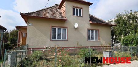 !!REZERVOVANÝ!! Ponúkame Vám na predaj rodinný dom s krásnou záhradou ( 2500m2) vo výbornej lokalite v obci  Melčice-Lieskové.