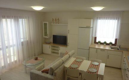 AOA Real –predaj,  3-izbový byt,  70 m2,moderná  kompletná rekonštrukcia , zateplenie,  balkón, Šamorín