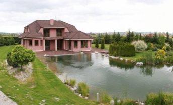 Exkluzívny RD s vlastným golfovým greenom a jazerom - Limbach