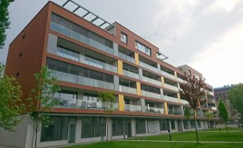 2-izb. byt s parkingom a veľkou loggiou v novostavbe – Karloveske rameno/1 bedroom apartment with parking and large balcony in new building close to the city center and Danube river - Karloveské ramen