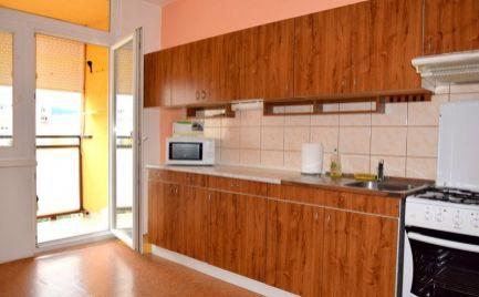 DMPD real Vám ponúka na predaj 3 –izbový byt na sídlisku Zapotôčky.