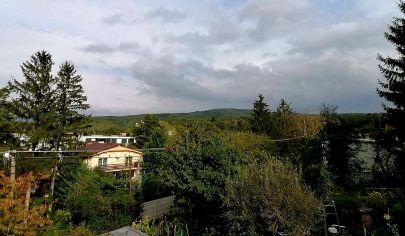Predaj - Stavebný pozemok  situovaný na kopci s  výhľadom v  Záhorskej Bystrici, SP na moderný 4 izbdom.