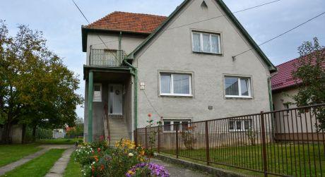 Rodinný dom s pozemkom o rozlohe 1446 m2 Nováky