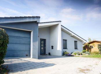 Pezinok !!! 5 izb. bungalow s garážou na veľkom 823 m2 pozemku, ul. Pri Mlyne