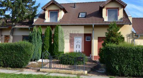 5 - izbový dvojpodlažný  rodinný dom 140 m2, pozemok 500 m2 - Rajka