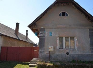 MAXFIN REAL - na predaj starší rodinný dom v obci Sielnica v okrese Zvolen.