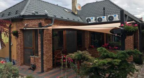 PREDAJ - Luxusný kompletne prerobený 3 izbový rodinný dom v Bene. NASŤAHUJ SA! DOHODA ISTÁ!