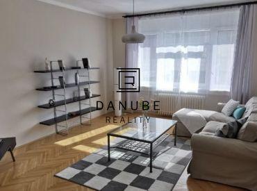 Prenájom priestranný 2-izbový byt po rekonštrukcii v Bratislave-Starom meste, Rajská ulica.