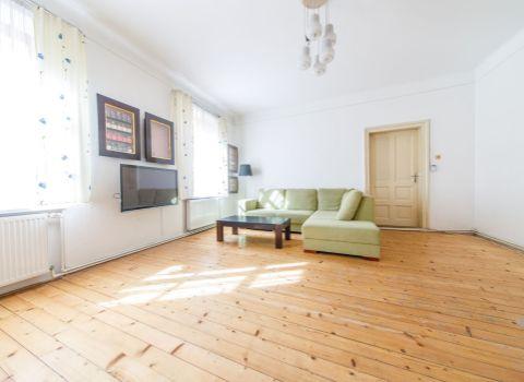 PREDANÝ - Na predaj výnimočný 3 izbový byt s loggiou pri Medickej záhrade s balkónom