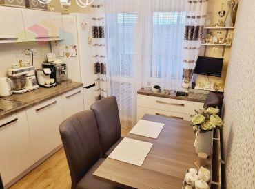 3 izbový byt Bánovce nad Bebravou   / 72m2 / DUBNIČKA / LOGGIA / Kompletne nová rekonštrukcia