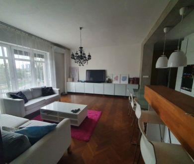 Exkluzívne u nás. Ponúkame na prenájom krásny 3 izbový byt v Starom meste.