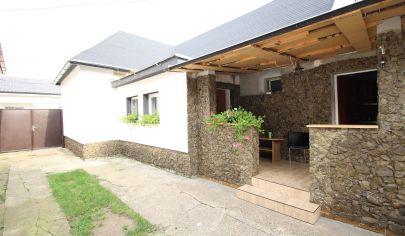 SORTier s.r.o.Zrekonštruovaný rodinný dom v  Malackách a krásnym dreveným altánkom na pozemku 655m2