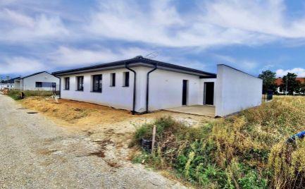 NA PREDAJ krásny bungalov neďaleko Bratislavy