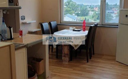 Predám veľký 3 izbový byt v žiadanej lokalite Komárno