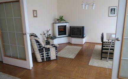 Ponúkame na prenájom 3 izbový zariadený byt na Bezručovej ulici, v blízkosti Eurovei, BA I.
