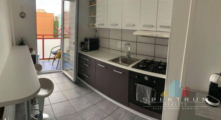 REZERVOVANÉ...Exkluzívne na predaj pekný 3i byt v Bánovciach n/B-Dubnička s loggiou