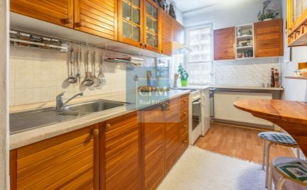 REZERVOVANÝ! Na predaj priestranný 1-izbový byt s balkónom na Sklenárovej ul. v Ružinove.