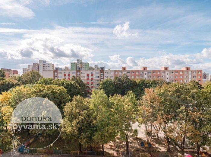 BLAGOEVOVA, 3-i byt, 79 m2 – kompletná REKONŠTRUKCIA bytu aj domu, TOP LOKALITA PETRŽALKY