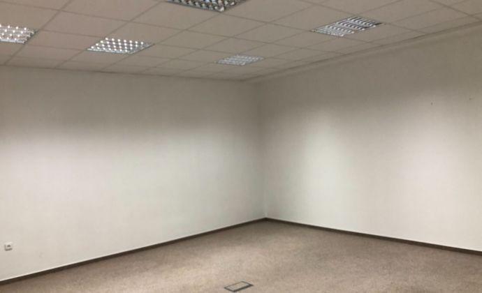 Na prenajom priestranna kancelária  na Dlhej ulici.