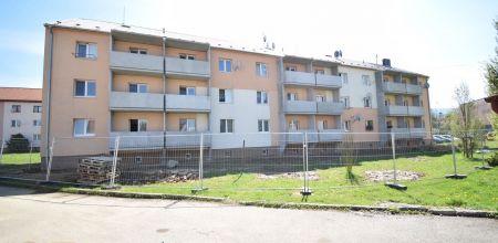 Ponúkame Vám na predaj 1 izbový byt po rekonštrukcii, s výmerou 36m2  v Trenčíne na ul. Pred poľom.
