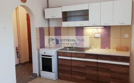 REZERVOVANÉ Predám tehlový 1-izbový byt  Nové Zámky