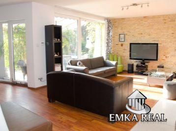 Rezervovaný ! 5 izb. bungalow s garážou na veľkou 823 m2 pozemku, ul. Pri Mlyne-Pezinok
