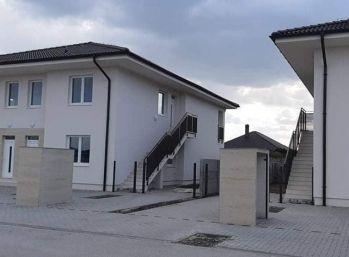 POSLEDNÉ BYTY, 3 izbové byty v štrvorbytovke v Dunajskej Strede