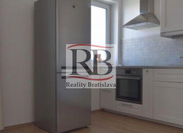 2 izbový byt s balkónom a výťahom v novostavbe v Novom Meste, Jurska ulica