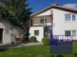 --PBS-- ++VEĽKÝ 7-izbový dvojgeneračný rodinný dom s pozemkom 1984 m2 v obci MALŽENICE++