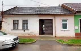 Na predaj Starší rodinný dom v centre Ilavy.