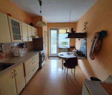 Exkluzívne u nás. Ponúkame na predaj pekný veľkometrážny byt v mestskej časti Jelšové.
