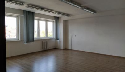 LEN: 550.-€/ m2/ mesiac! prenájom trojkancelárie/ viacúčelovej miestnosti s kuchynkou 80m2 + parkovanie, Bulharská ul., BA II., Trnávka.