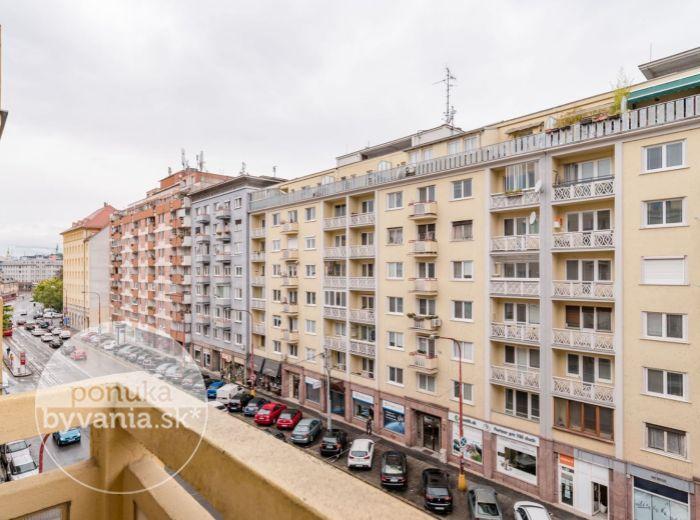 REZERVOVANÉ - KRÍŽNA, 2-i byt, 61 m2 – tehla, DVA BALKÓNY, spálňa do vnútrobloku, TOP LOKALITA, výborné spoje MHD
