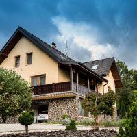 Rodinný dom, Skalka nad Váhom, 334 m², Novostavba