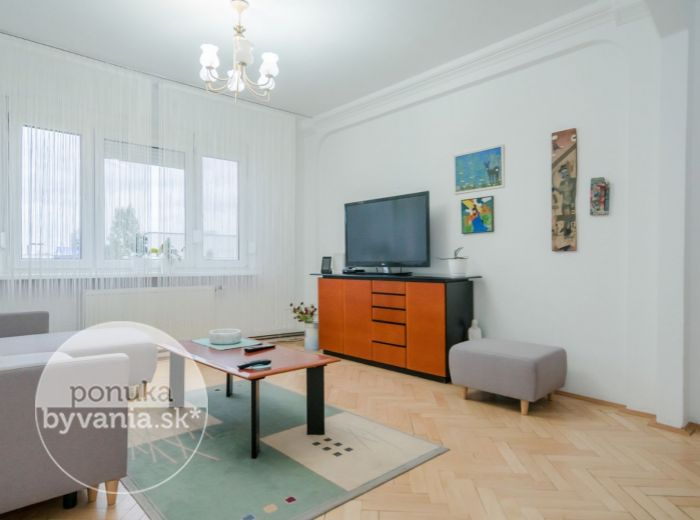 REZERVOVANÉ - RAČIANSKA, 3-i byt, 77 m2 - PRIESTRANNÉ IZBY, drevené parkety, ELEKTRIČKA, Malé Karpaty
