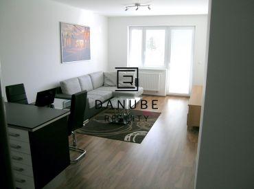 Prenájom 2-izbový byt  s parkovacím státím v Bratislave-Ružinove na Hraničnej ulici.