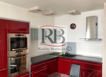 Ponúkame na prenájom 2-izbový byt na začiatku Petržalky, ulica Blagoeova