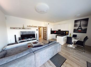 3 izbový byt s predzáhradkou v novostavbe, Veľký Biel, výborná lokalita