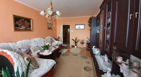 ŠTÚROVO - veľký 2-izbový byt s balkónom, komorou a pekným výhľadom.