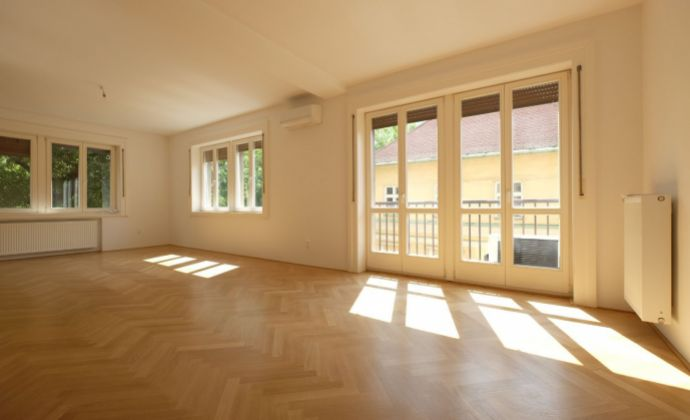 Veľký 3-izb. byt v absolútnom centre - Hviezdoslavovo nám. / Strakova ul.