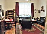 PREDAJ:  Veľký 4-izbový byt v historickej budove v centre Bratislavy, Grősslingova ul.